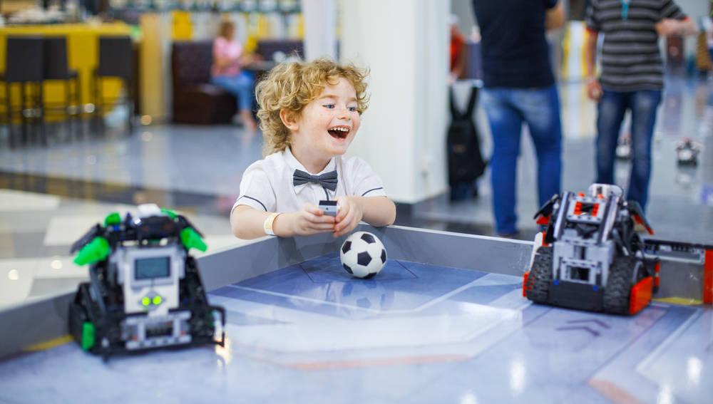 Con tus niños a un divertido torneo de fútbol con robots