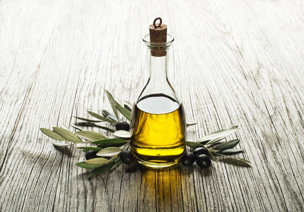 El aceite de oliva virgen extra, un producto tradicional, es la mejor ayuda para la confección de los menús y platos más modernos